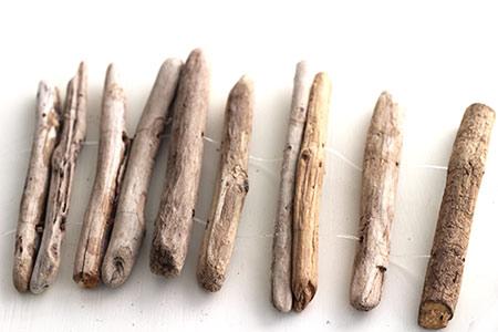 Creative driftwood candleholders